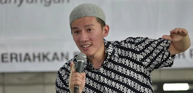 Ustadz Felix Siauw: Bendera Kamu Merah, Bendera PKI Merah, Kamu PKI Ya?