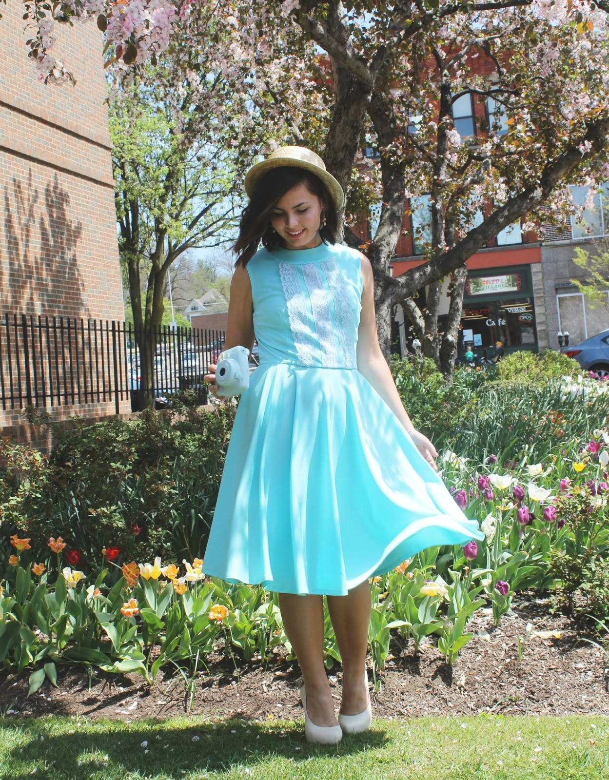 Tiffany Blue Gel Nails With Glitter: Tiffany Blue Vintage Dress.