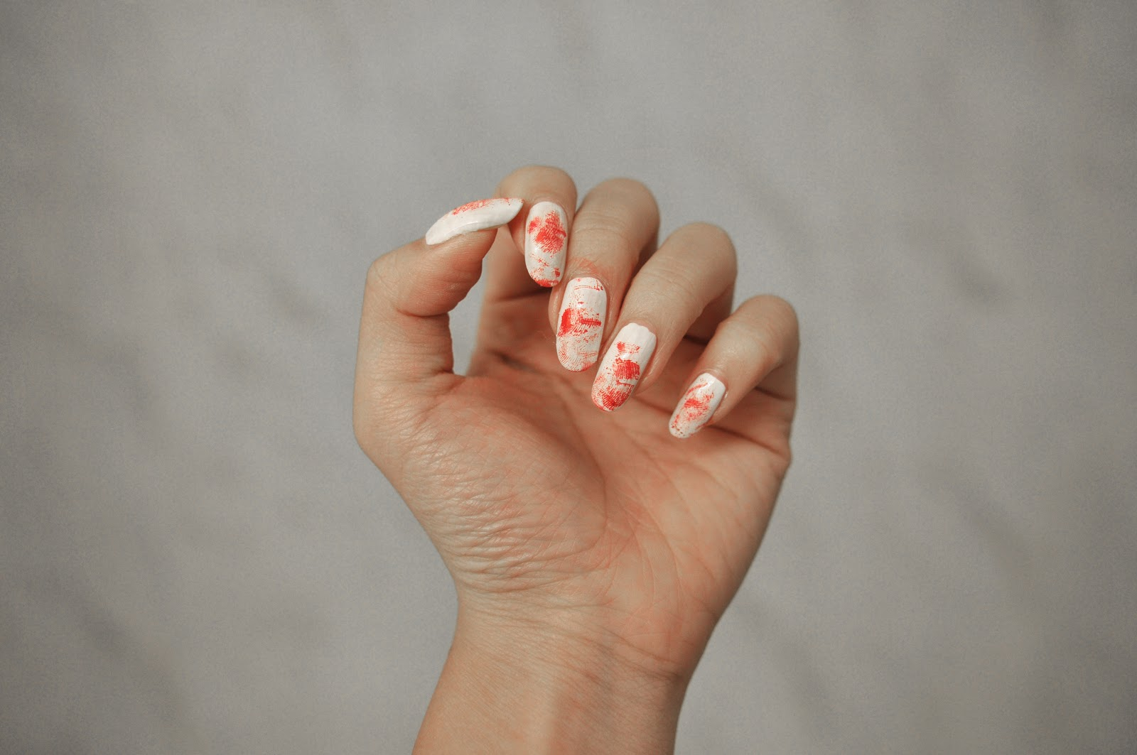 fun size beauty: halloween: csi bloody fingerprint nail art