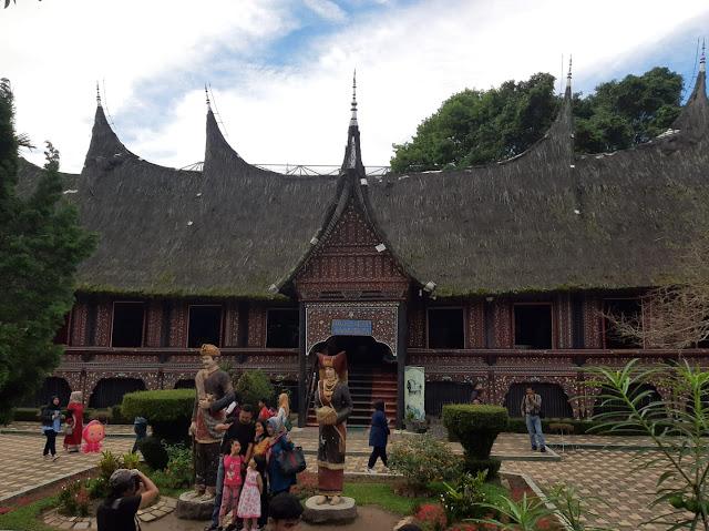 Rumah Adat Nan Baanjuang