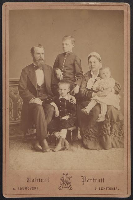 1877 [ca] Sumowski, A. a Shitomir_[Portret Oktawiana i Idalii z dziaćmi Janem, Karolem i Nelą Samotyhową], fot. odb. na pap. albuminowym, 16,6x10,9 cm