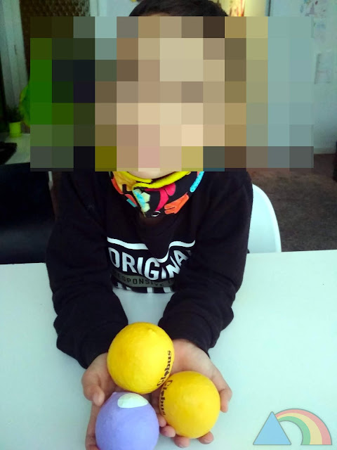 Pelotas de malabares hechas con globos y arroz