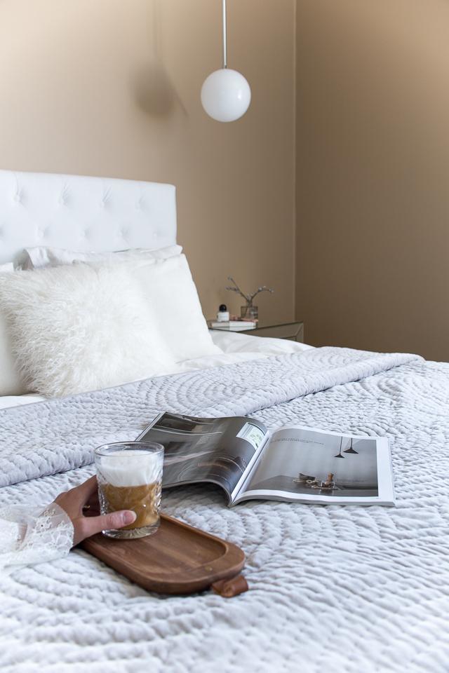 Makuuhuone, makuuhuoneen sisustus, kahvihetki,