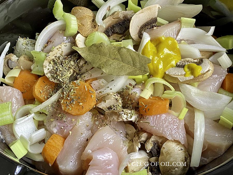 making slow cooker chicken casserole