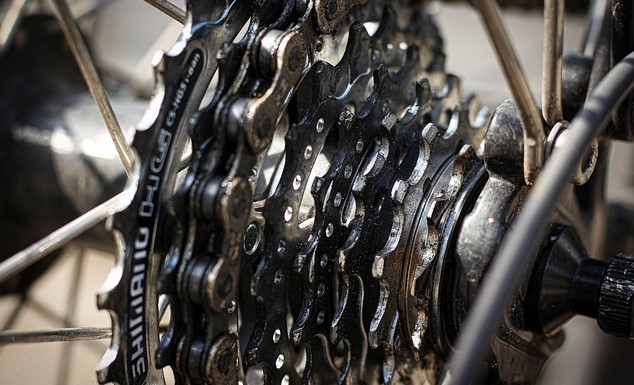 Contoh Soal Hubungan Roda-Roda Seporos Lengkap dengan Pembahasanya