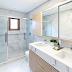 Banheiro com piso aquecido e porcelanato marmorizado!