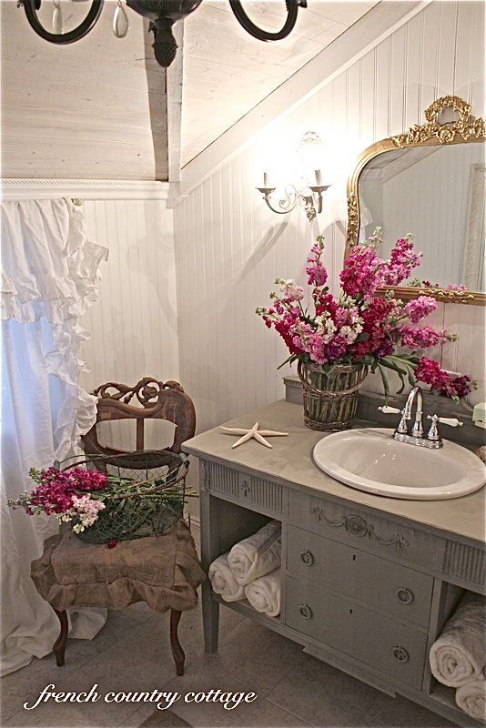 Petite Cottage Bathroom Makeover