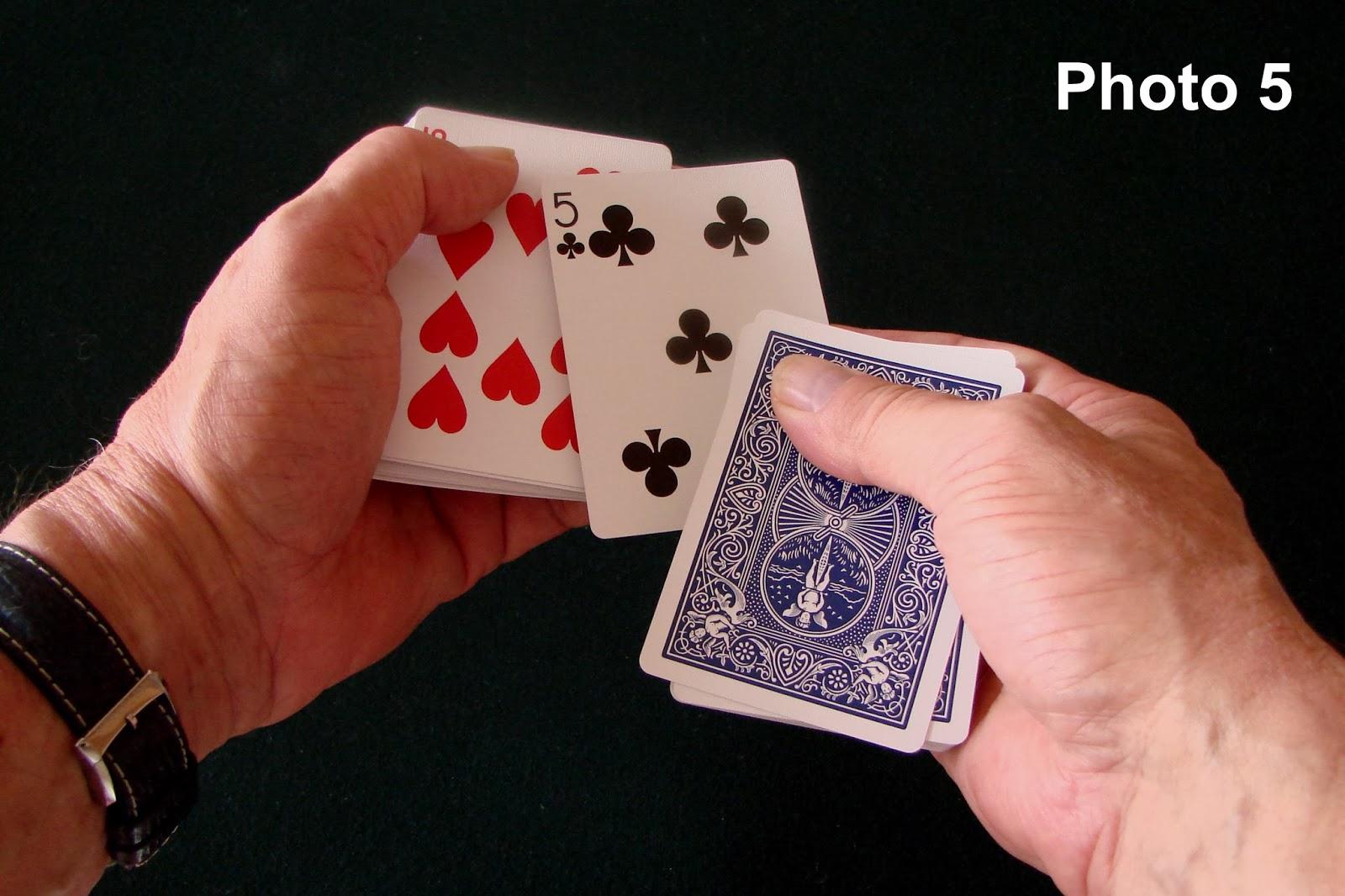 tour de magie carte sous la main