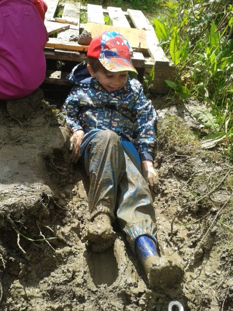 messy muddy outdoor play