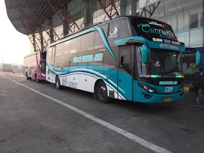 Foto Bus Sudiro Tungga Jaya Turquoise