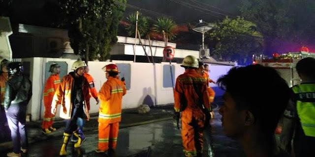 Kompleks Rumah Dinas Pejabat Polda Jabar Terbakar, Netizen: Cash Keras! Siangnya Bubarin Pengajian di Cirebon