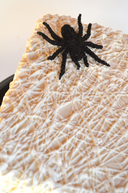 halloween-cake-surprise-inside-cake-spider-web