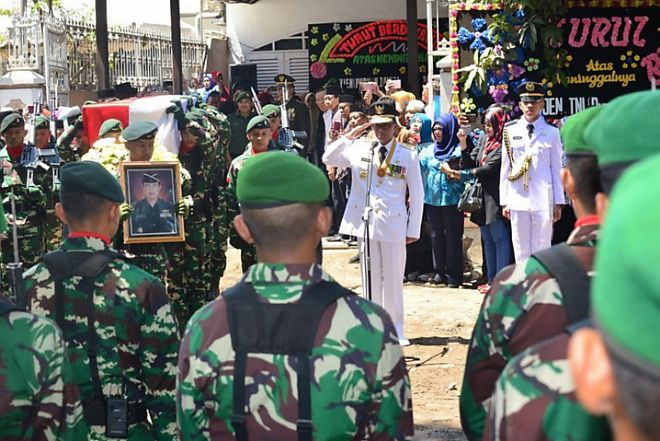 Lepas Jenazah Mantan Gubernur Sulsel HZB Palaguna ke Bone, Prof Nurdin Jadi Inspektur Upacara