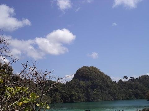 Travelling Menantang di Pulau Sempu