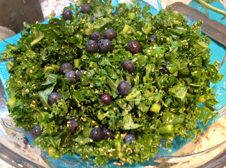 kale salad with blueberries