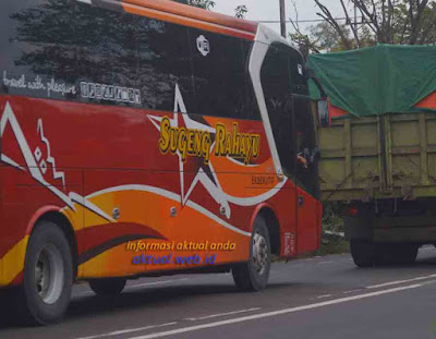 Bus Sugeng Rahayu Golden Star
