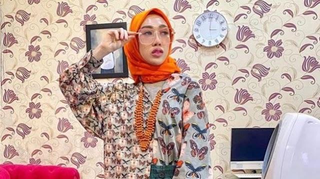 Dokter Cantik Berhijab Ini Dikritik Pedas gara-gara Pake Baju Ini