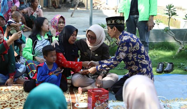 Baznas menyerahkan bantuan kepada bocah penderita PJB