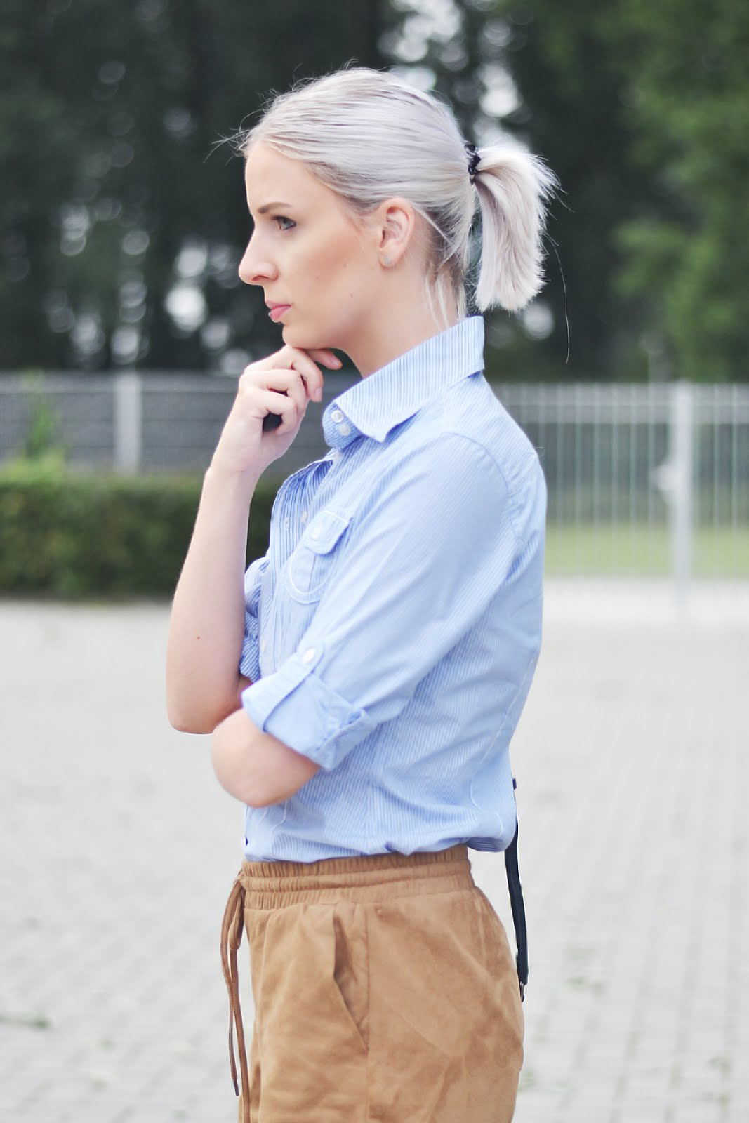 Striped blue shirt, suede shorts, sacha shoes, patent, outfit