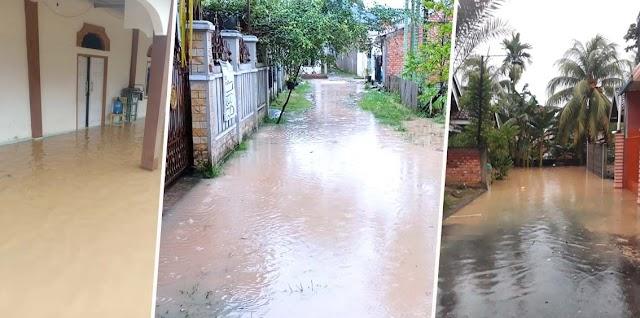 Banjir, Warga RT 45 Kenali Besar Tak Bisa Salat di Masjid