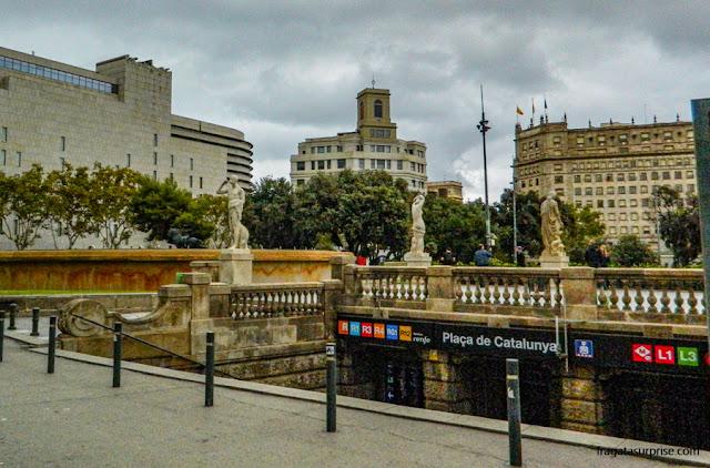 Barcelona: Estação de Metrô Plaça de Catalunya, parada do ônibus do aeroporto para o Centro