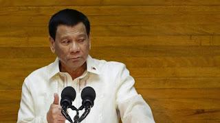 Presiden Filipina Ingin Hukuman Koruptor Dilempar dari Helikopter