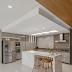 Cozinha integrada branca e cinza com ilha de refeição de mármore branco Paraná!
