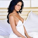 Veena Malik  bare thigh show
