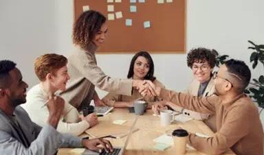 Cara Berbicara di Tempat Kerja Tanpa Menyinggung
