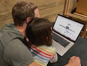 Ghép ảnh trang cá nhân facebook vào macbook anh Mark