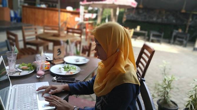 Apura Meity Blogger Bengkulu, Alasan Kenapa Saya (PNS) Tetap Nulis Blog
