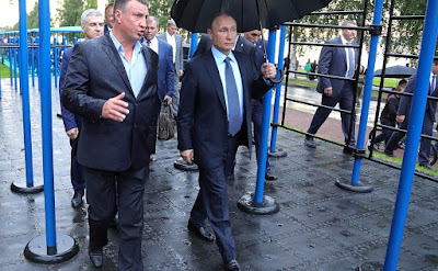 Putin visited an open-air gym in Petrozavodsk.
