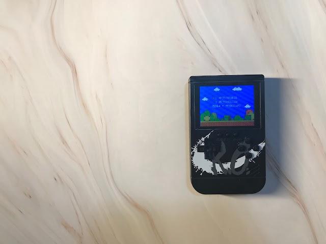 【充電兼打機】Aiyo0o K.O 移動電源兼遊戲機 一萬電 x 300 Games