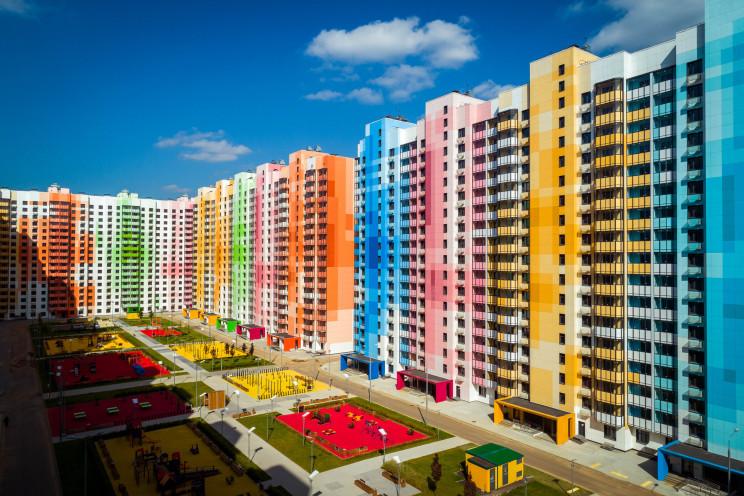 Cambiando la imagen gris de los suburbios rusos