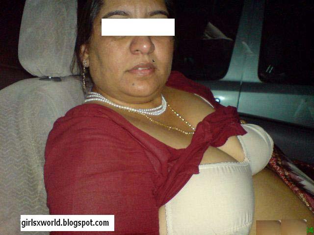 Kambimalay: Desi Aunties In Bra