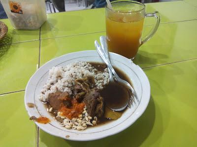 Pesanan Makanan dan Minuman Saya di Warung Rawon Setan
