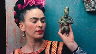 """Frida κι άλλο"", σε κείμενο Κατερίνας Δαμβόγλου και σκηνοθεσία Fly Theatre."
