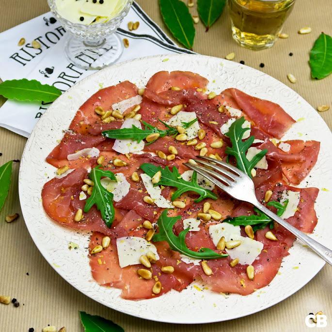 Recept: zo maak je carpaccio van bresaola, fantastisch Italiaans gedroogd rundvlees