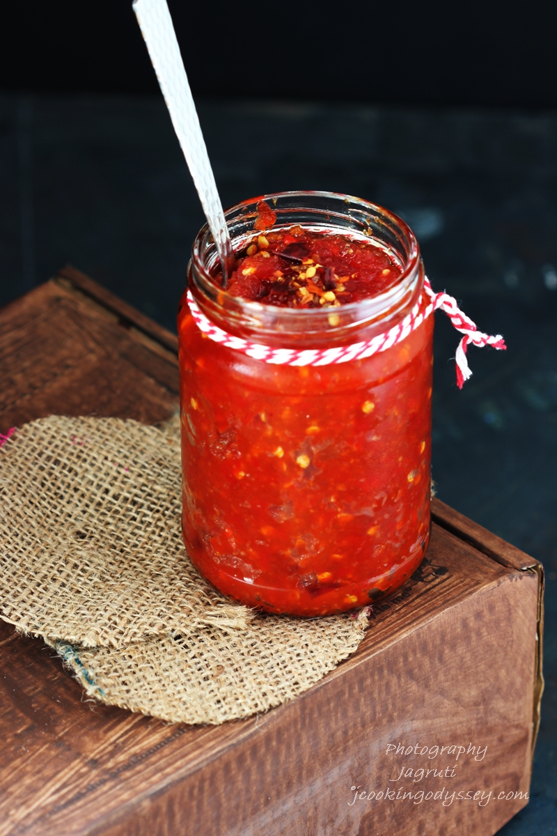 RED PEPPER CHILLI CHUTNEY FOR CHEESE