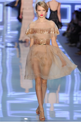 http://s-fashion-avenue.blogspot.it/2012/04/ss-2012-fashion-trends-golden-goddesses.html