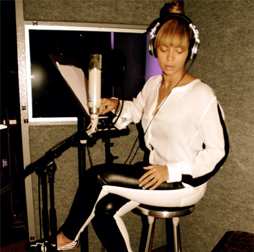 Beyoncé gets on Instagram. Starts recording a new album | randomjpop.blogspot.co.uk