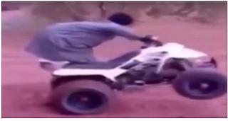 شاهد بالفيديو  شاهد راكب دباب يتعرض لموقف محرج
