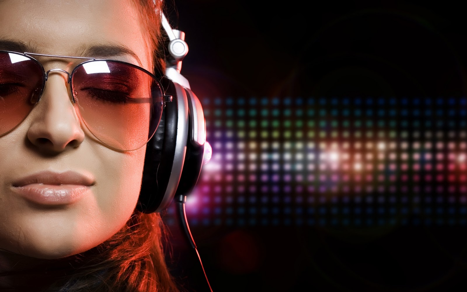 http://1.bp.blogspot.com/-82Ybkx0uEOQ/Tyoh9QYWXTI/AAAAAAAAAO0/SF-XL1kvhgM/s1600/Wallpaper-face-girl-woman-music-headphones2.jpg