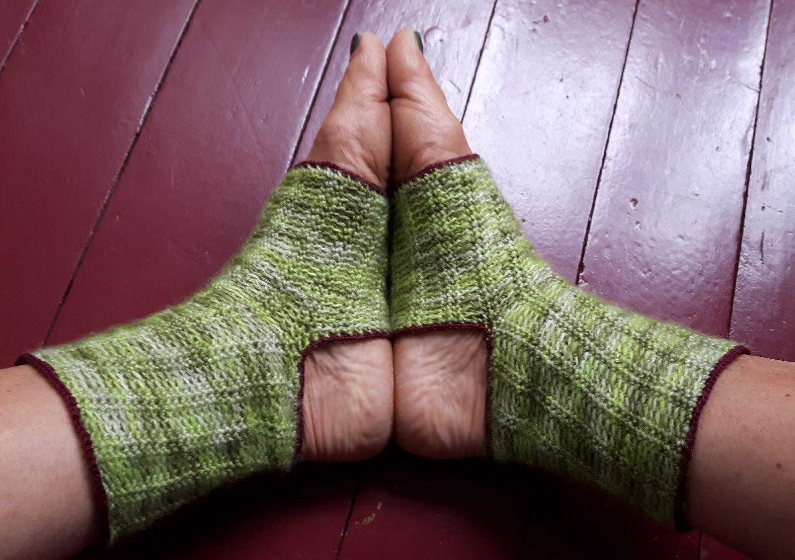 E Strea Chikitu Yoga Socks
