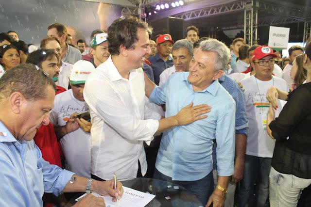 Governador Camilo Santana anuncia investimentos para agricultores de Ipueiras em evento na cidade de Crateús