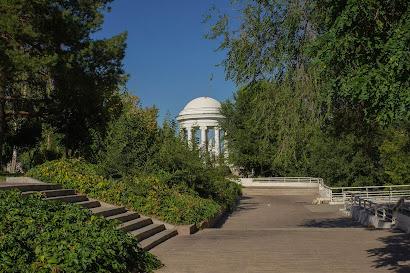 Волгоград ротонда парк лето жара