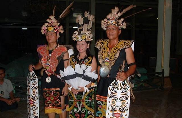 Pakaian Adat Provinsi Kalimantan Barat – King Baba