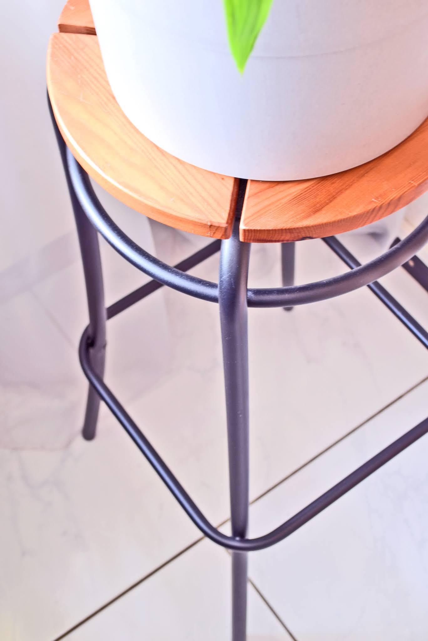 stolik pod kwiaty drewniany