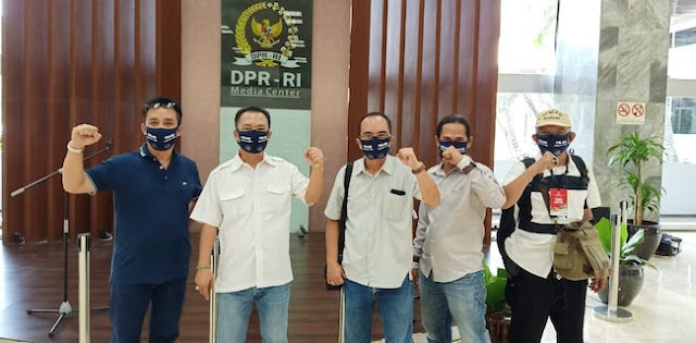 Diawali Jumatan Di Istiqlal, Aktivis ProDEM Gelar Aksi Longmarch Dan Gugat UU Corona Ke MK