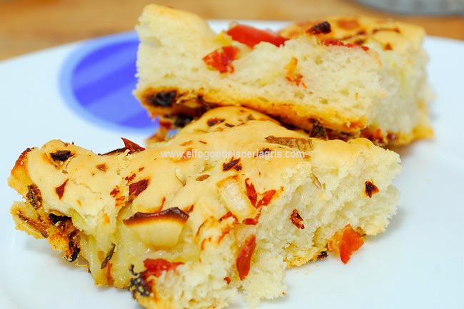 Focaccia de jamón y cebolla